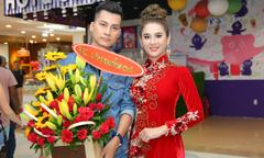Vợ chồng Lâm Khánh Chi đi xem phim trước ngày cưới ở Sài Gòn