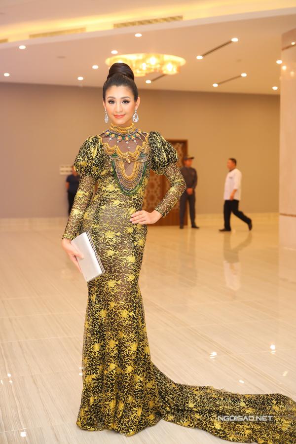 Trong đêm tiệc trước thềm chung kết Hoa hậu Hoàn vũ VN 2017, nhiều người đẹp tự dìm nhan sắc bởi cách chọn váy dạ hội diêm dúa. Một trong số đó là thí sinh Thanh Tú.