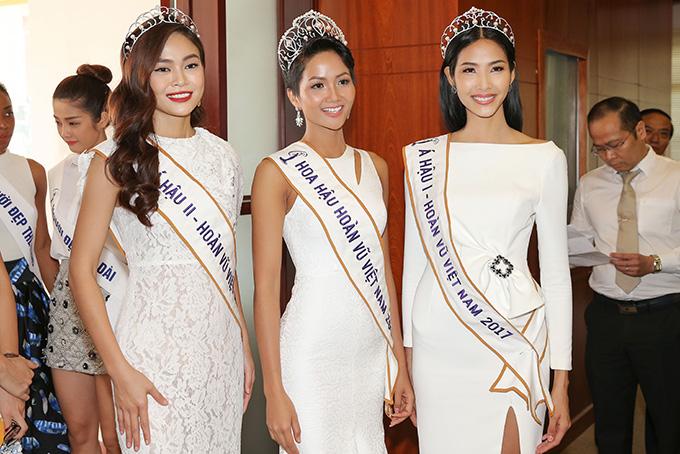 HHen Niê và hai Á hậu đọ sắc cùng Miss Universe 2008 Dayana Mendoza - 1