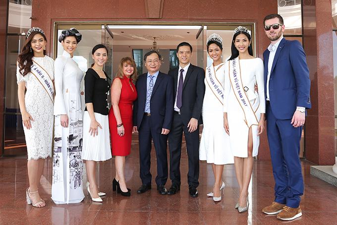 HHen Niê và hai Á hậu đọ sắc cùng Miss Universe 2008 Dayana Mendoza - 3