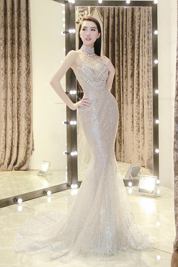 Tường Linh cho biết, đến với Miss Intercontinental 2017 cô muốn chú trọng chọn những trang phục khoe được lợi thế hình thể với vòng eo con kiến cùng số đo có nhiều cải thiện 83-55-90.