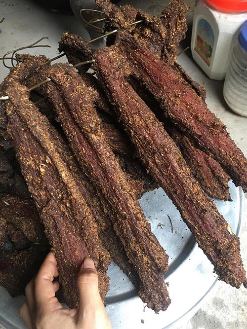 Thịt lợn gác bếp thơm ngon chuẩn bị đón Tết - 4