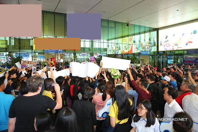 HHen Niê cùng hai Á hậu được chào đón nồng nhiệt khi về đến TP HCM - 4