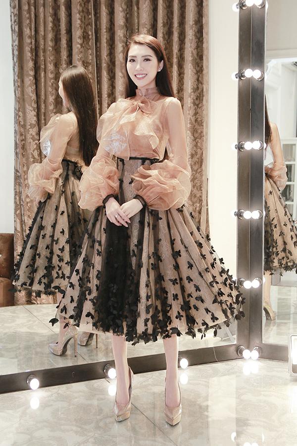 Tường Linh mang hơn 50 bộ trang phục đi thi Hoa hậu Liên lục địa - 5