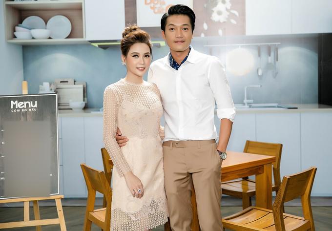 Cô có lần thứ ba tái hợp bạn diễn ăn ý Quang Tuấn trên màn ảnh nhỏ. Cả hai từng được yêu thích qua bộ phim Gia đình là số 1 phiên bản Việt.