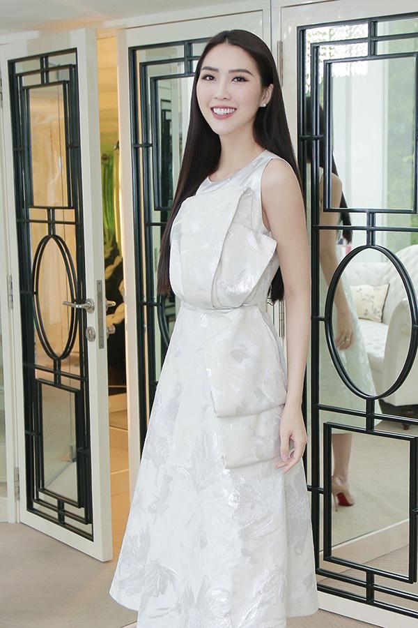 Tường Linh mang hơn 50 bộ trang phục đi thi Hoa hậu Liên lục địa - 7