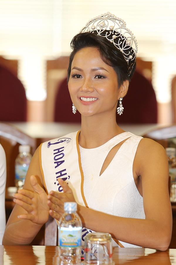 HHen Niê và hai Á hậu đọ sắc cùng Miss Universe 2008 Dayana Mendoza - 6
