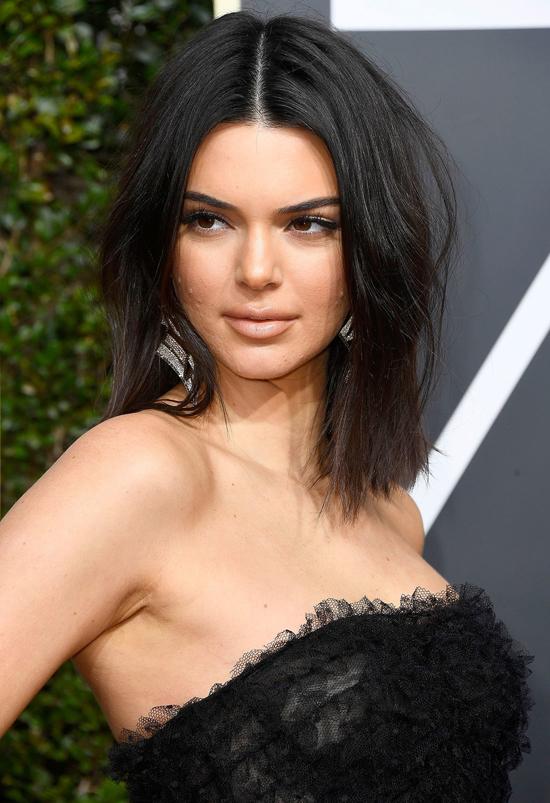 Kendall Jenner tại Quả cầu vàng 2018.