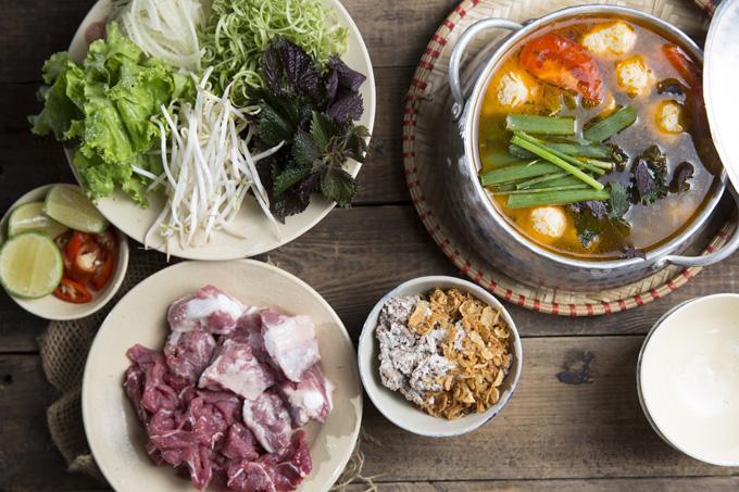 Lẩu rêu cua bắp bò là một trong những món ăn đặc trưng được nhiều thực khách ưa chuộng.