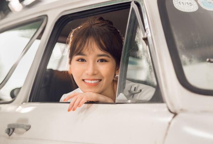 Vân Shi sắp tung MV thứ ba kể từ khi lấn sân ca hát. Ca khúc Yêu thôi anh à do nhạc sĩ Liêu Hưng sáng tác,được cô đầu tư thực hiện MV.