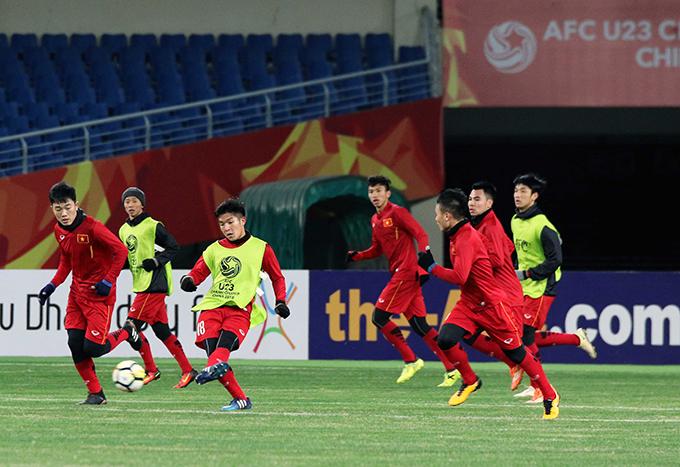 19h30 cùng ngày, U23 Việt Namsẽ tập buổi cuối cùng chuẩn bị cho trận ra quân gặp U23 Hàn Quốc, diễn ra vào 19h30 (18h30 giờ Việt Nam) ngày 11/1.