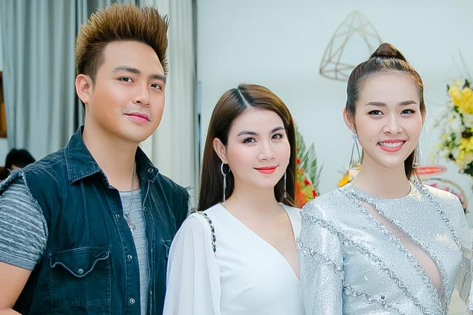 Vợ chồng Thanh Duy - Kha Ly đến chia vui với Diệp Bảo Ngọc.