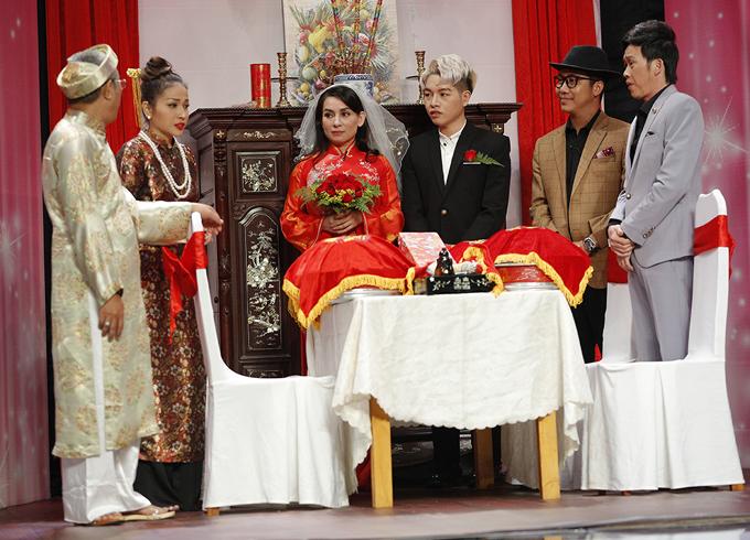 Nghệ sĩ Trung Dân, diễn viên Khả Như là người thân bên nhà gái còn Hoàng Rapper và danh hài Hoài Linh đại diện họ nhà trai.