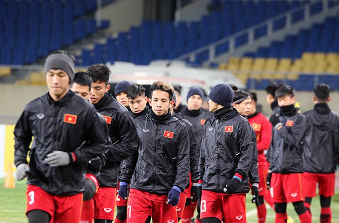 Tối nay 9/1, U23 Việt Nam có buổi tập làm quen mặt sân thi đấu Kunshan Sport Center ở Côn Sơn, Trung Quốc. Đây là sân đấu sẽ diễn ra trận đấu ra quân của U23 Việt Nam gặp U23 Hàn Quốc vào tối 11/1.