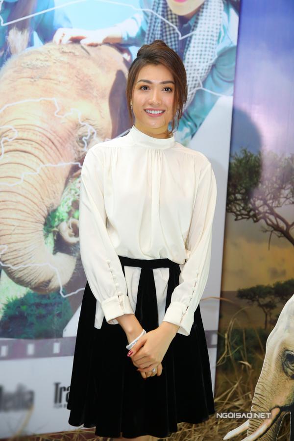 Á hậu Hoàn vũ Việt Nam 2015 Lệ Hằng mặc thanh lịch đi sự kiện.