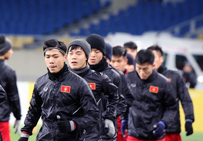 Buổi tập của U23 Việt Nam gói gọn đúng 60 phút theo như quy định của ban tổ chức. Cũng giống các đội tuyển khác tham dựvòng chung kếtU23 châu Á 2018, HLV Park Hang Seo yêu cầu được tập kín nhằm giúp các học trò có sự tập trung tối đa.