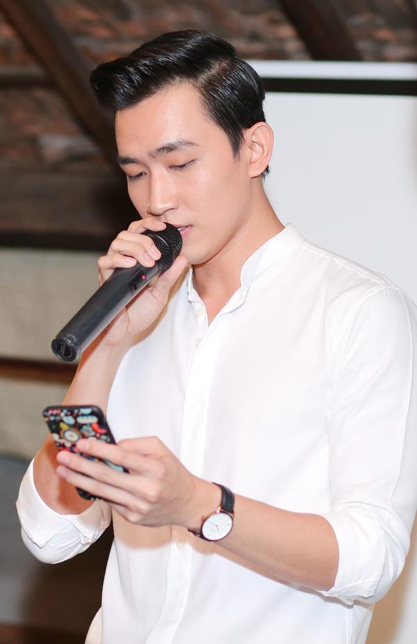 Được các fan yêu cầu, chàng diễn viên thể hiện ca khúc Painful love bằng tiếng Hàn. Bài hát này từng được ca sĩ Lee Min Hoo hát trong phim Người thừa kế. Võ Cảnh tiết lộ, anh tập hát ca khúc này đúng một ngày trước buổi họp fan.