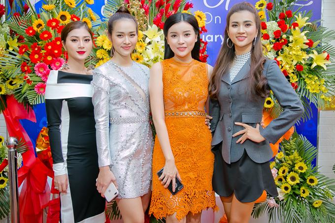 Bộ ba hội ngộ diễn viên Cao Thái Hà (váy cam).