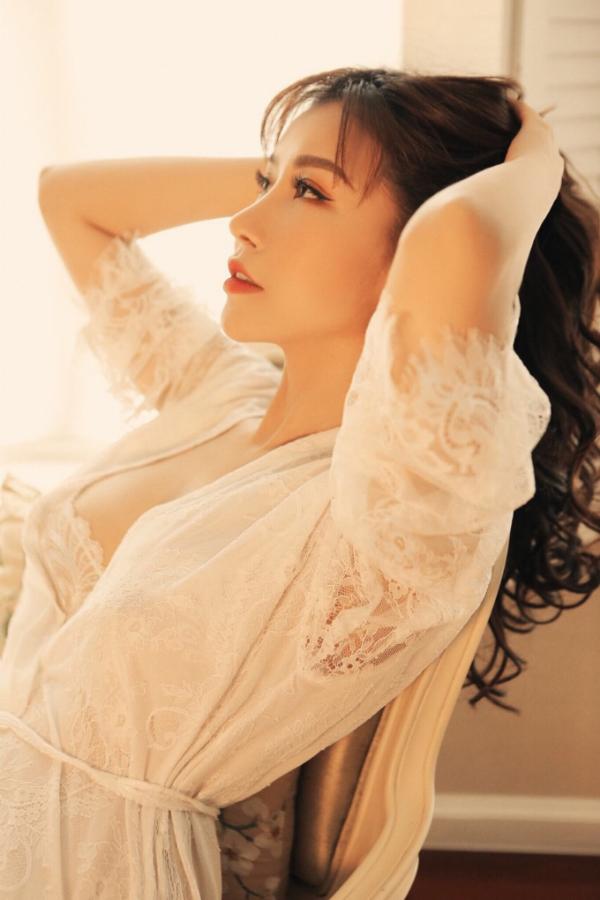 Hoa hậu Lam Cúc lần đầu tung bộ ảnh sexy - 1