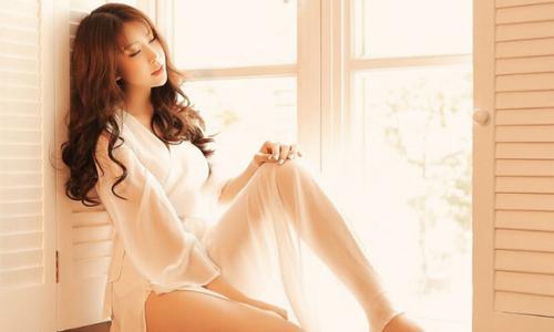 Hoa hậu Lam Cúc khoe vai trần gợi cảm trong bộ ảnh mới