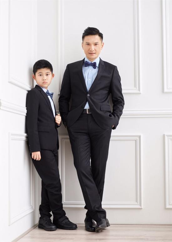 Trần Cẩm Hồng và con trai Trần Giá Hoa.
