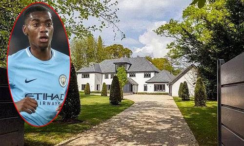 Sao 20 tuổi của Man City vung tiền mua biệt thự hạng sang