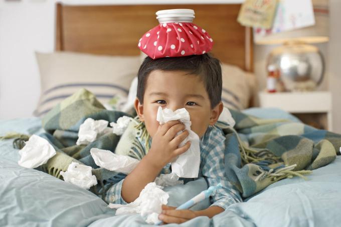 Trẻ thường tỏ ra mệt mỏi khi bị nhiễm cúm.