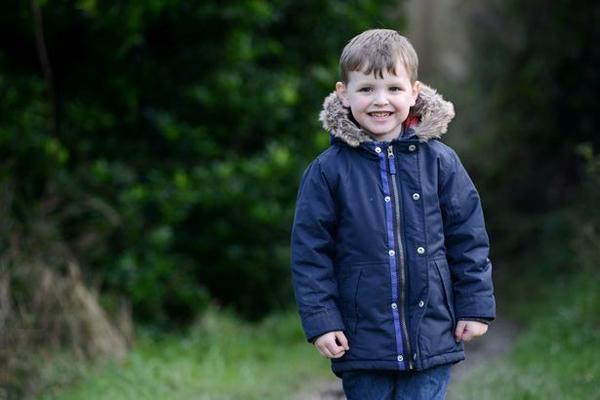 Toby hiện 4 tuổi, là một em bé xinh xắn, đáng em. Ảnh:Plymouth Herald WS