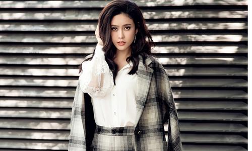 Mặc trang phục kẻ ca rô hợp mốt như Trương Quỳnh Anh