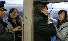 Cô giáo bị đuổi việc vì bắt cả đoàn tàu chờ chồng