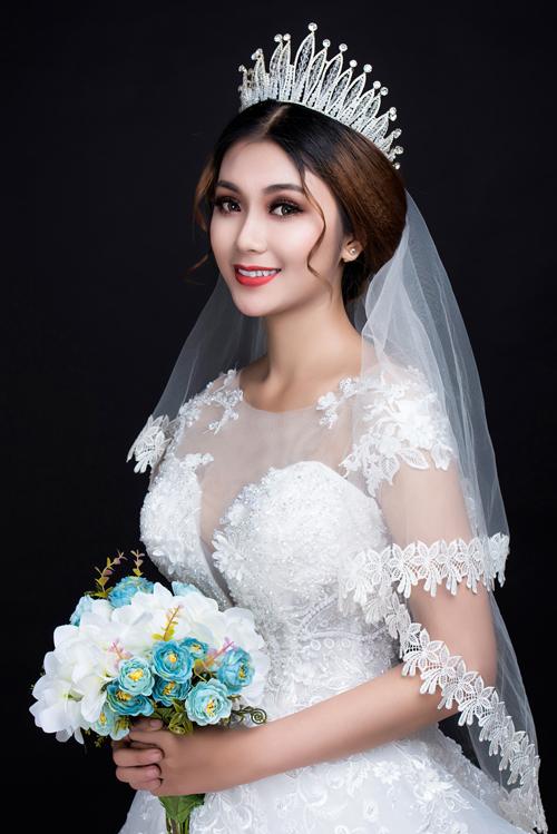 Màu son nàu có chút ánh cam nhẹ nên có thể phù hợp với cả những cô dâu có nước da nâu sáng tự nhiên.