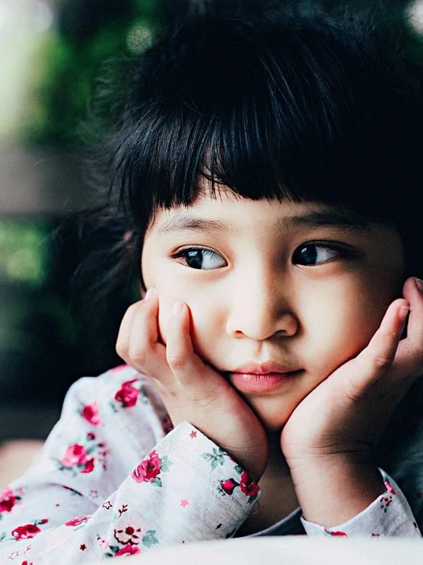 Con gái Ưng Đại Vệ gần 5 tuổi, có đôi mắt to tròn, đen láy giống bố.