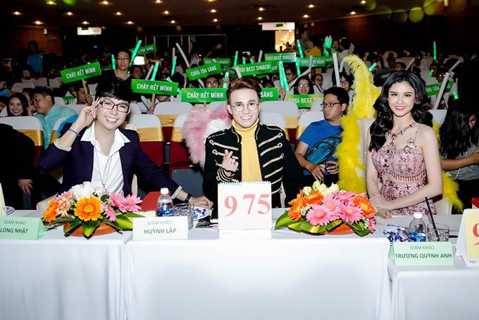 Trương Quỳnh Anh ngồi ghế nóng cùng ca sĩ Long Nhật và diễn viên hài Huỳnh Lập.