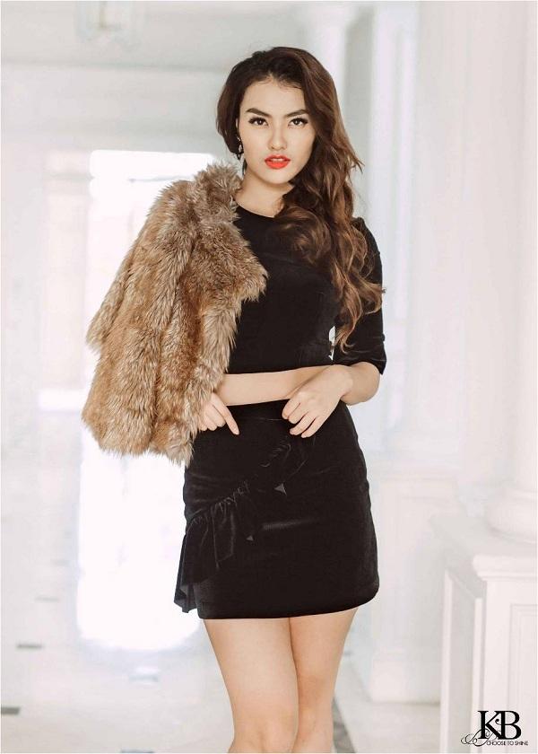 Chất liệu nhung Hàn Quốc mang lại diện mạo đầy gợi cảm, quyến rũ và đẳng cấp cho người mặc.