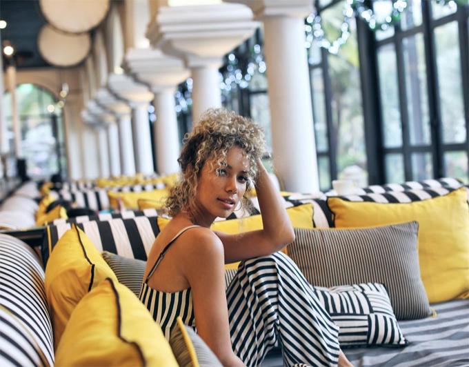 Nữ ca sĩ nghĩ dưỡng tại khách sạn hạng sang ở Đà Nẵng.