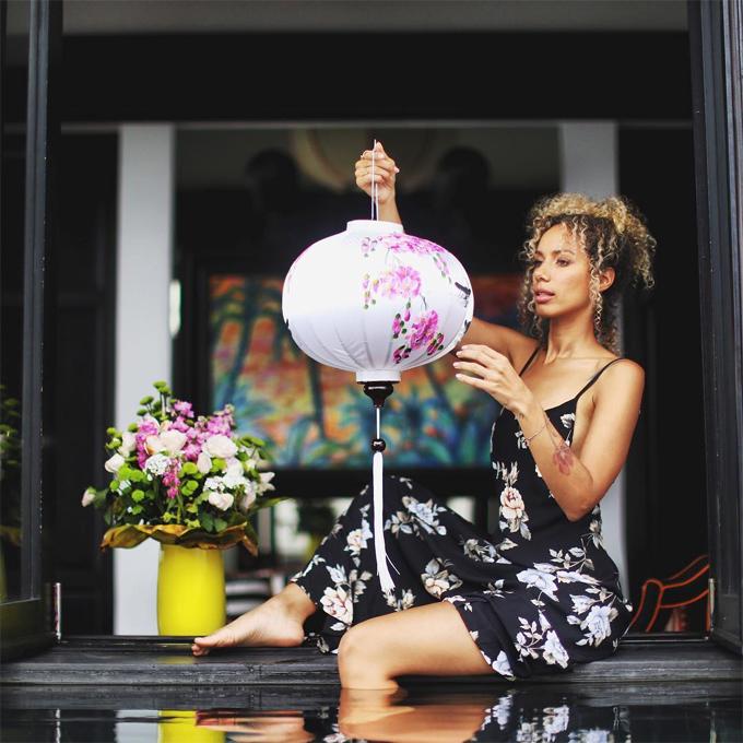 Leona Lewis đang có chuyến du lịch kéo dài 2 tuần ở Việt Nam cùng bạn trai lâu năm - biên đạo múa kiêm doanh nhân Dennis Jauch. Điểm đến đầu tiên của cặp đôi là tại Hội An - Đà Nẵng.