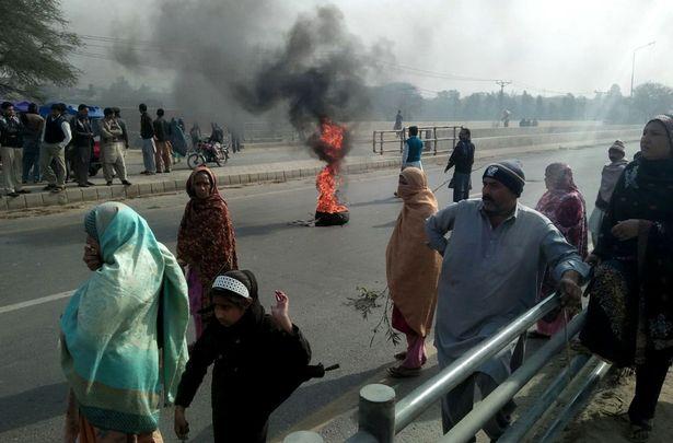 Người dân biểu tình sau vụ giết hại dã man cô bé Zainab Ansari hôm 10/1. Ảnh: Rex