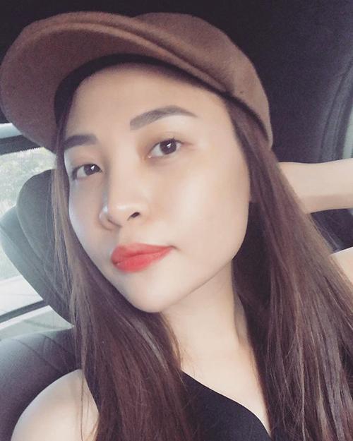 Đồng cảm với hoa hậu HHen Nie, Đàm Thu Trang viết: Chẳng biết từ bao giờ... cái từ dân tộc và nhan sắc được các bạn lấy ra để đánh giá về tính cách và phẩm chất của 1 con người. Sinh ra là người dân tộc có gì sai à các bạn trẻ.