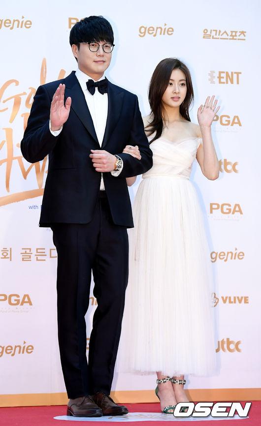 Tình cũ của Hyun Bin ngực đầy sexy trên thảm đỏ - 4