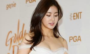 Tình cũ của Hyun Bin ngực đầy sexy trên thảm đỏ