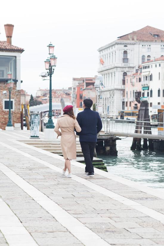 Bạn trai tin đồn Tô Minh Đức ôm chặt Ngọc Anh tại Italy - 4