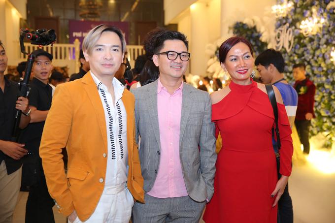 Ca sĩ Việt Quang cùng diễn viên Kim Khánh và một người bạn.