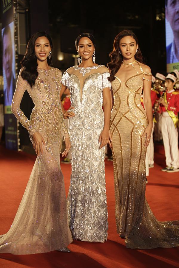 Hoa hậu HHen Niê và hai Á hậu lần đầu đi event sau đăng quang