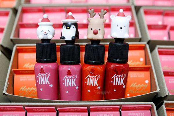 Peripera Ink Velvet Christmas CollectionPhiên bản dành riêng cho mùa Giáng sinh của Peripera Ink Velvet liên tục trong tình trạng cháy hàng nhờ thiết kế đầu son đáng yêu. Sản phẩm có giá 9 USD (khoảng 200.000 đồng).
