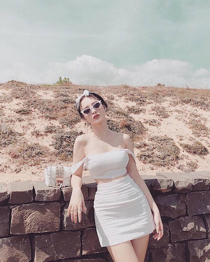 Thời trang đi biển của Angela Phương Trinh