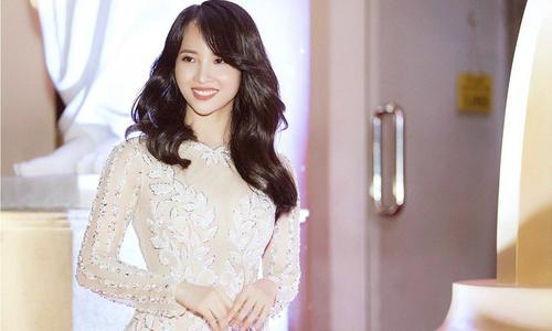 Diễn viên Lucy Như Thảo quyến rũ với đầm đuôi cá