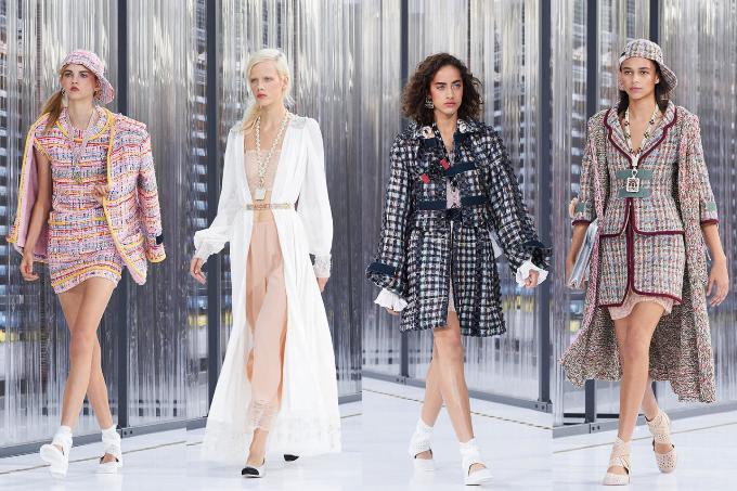 Thay vì dùng đểđiểm xuyết cho những bộ cánh cổ điển, giờ đây, ngọc trai được các nhà thiết kế Việt làm mới với nhiều loại trang phục khác. Sự khác biệt của ngọc trai nằm ở khả năng nâng tầm trang phục nhưng lại không hềphô trương. Đó cũng là lý do khiến những chuỗi vòng ngọc trai chưa từng vắng bóng trên lớp vải tweed trứ danh của các nhà thiết kế Chanel.