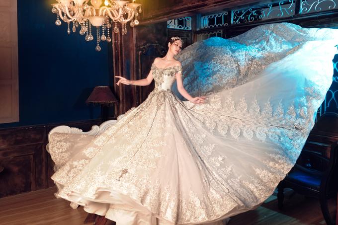 Đan Lê táo bạo hở trọn lưng trần khi mặc váy cưới - 3