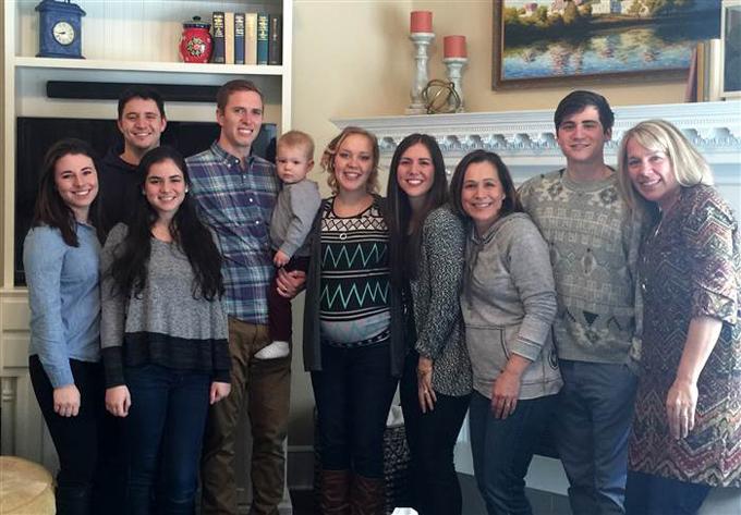Hannah được chào đón trong gia đình mới của con trai.
