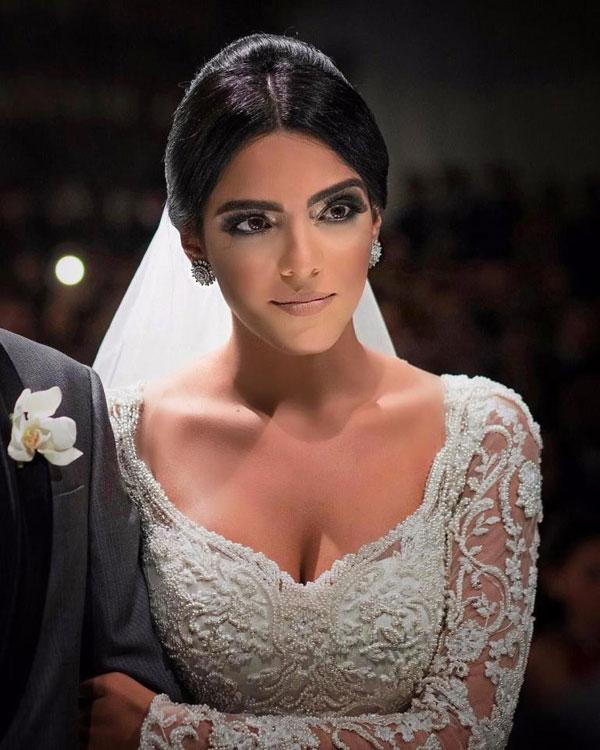 Cô dâu của tiền vệ 25 tuổi thu hút sự chú ý với vẻ đẹp sắc sảo trong hôn lễ ngọt ngào tại quê nhà.